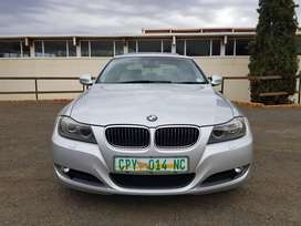 323i exclusive e90, FSH, sunroof, electric windows, USB/Aux/radio//CD