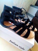 Czarne wiązane sandałki 36