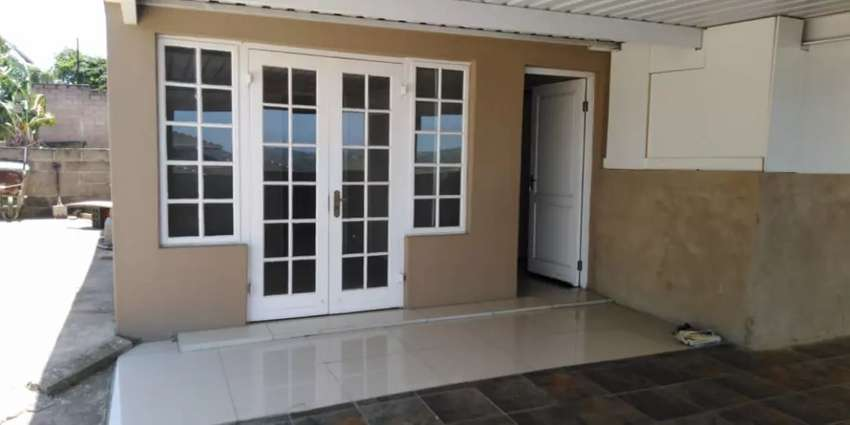 Room in house to share in Avoca Hills R2000 0