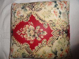Детская красивая пуховая подушка , отличного качества .