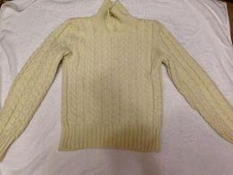 Продам свитер 42 размера плюс гольфик в подарок