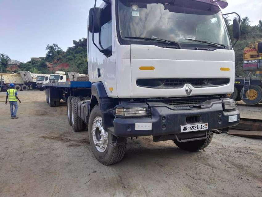 SLIGHTLY USED RENUALT PRIME MOVER WITH SEMI TRAILER & FLATBEDS 0