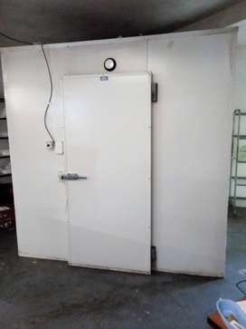 FULLY EQUIPED INDUSTRIAL KITCHEN TO RENT.