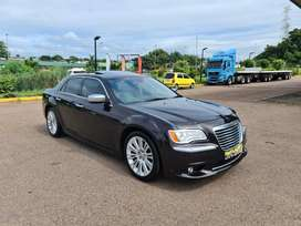 2012 CHRYSLER 300C 3.6 LUXURY SERIES - EXCELLENT CONDITION
