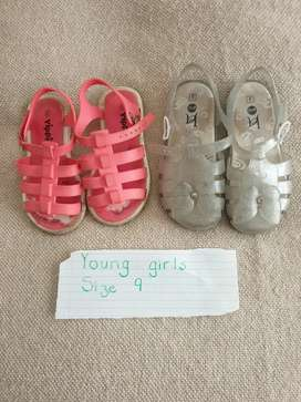 2nd Hand young girls sandals size 9 R40 for both