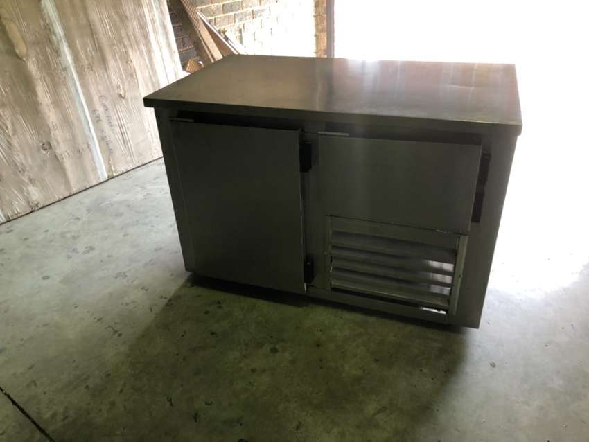 1 1/2 door underbar fridge 0