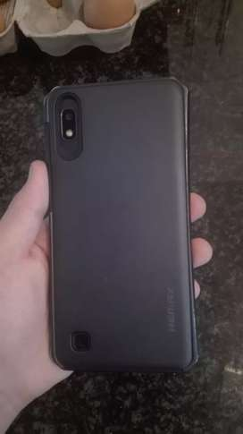 Hi im selling an Samsung A10 comes with cover and screenproteckter