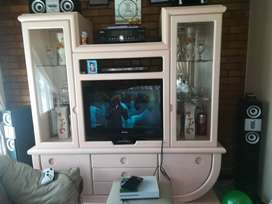 Selling a TV stand for R2000 Rand