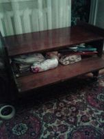 продам столик-тумбочка на колесиках