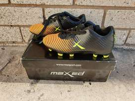 Maxed boys soccer /rugby boots size  uk 11