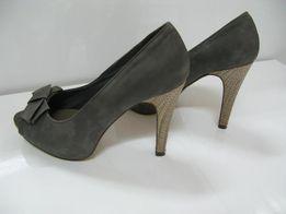 buty szare zamszowe czółenka na obcasie z CCC