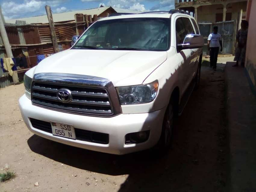 TOYOTA SEQUOIA STILL NEW WITH LOW MILLEAGE 0