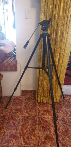 Vanguard Camera Stand with telescopic legs