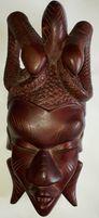 Африканская маска из красного дерева