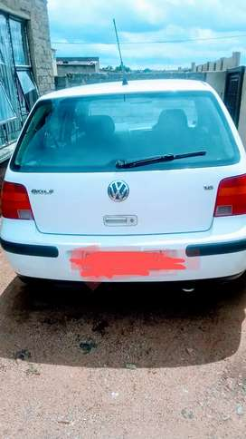 Golf 4 Engen 1.6 manual, white in colour 2004 model