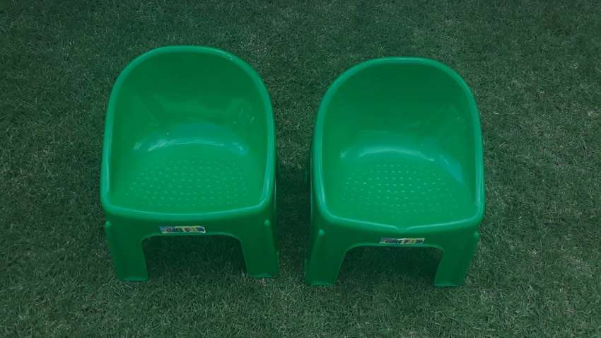 Plastic toddler chairs 0