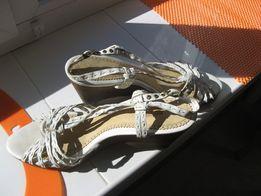 Фирменные женские кожаные босоножки Clarks 38-39р.