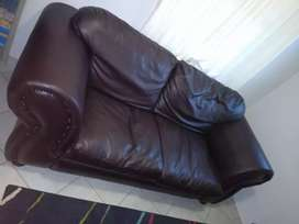 3 seater leather couch in a good condition