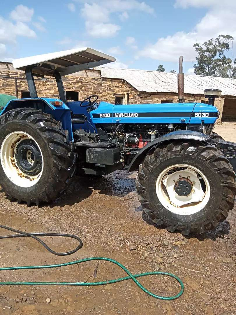 New Holland 8030 tractor 0