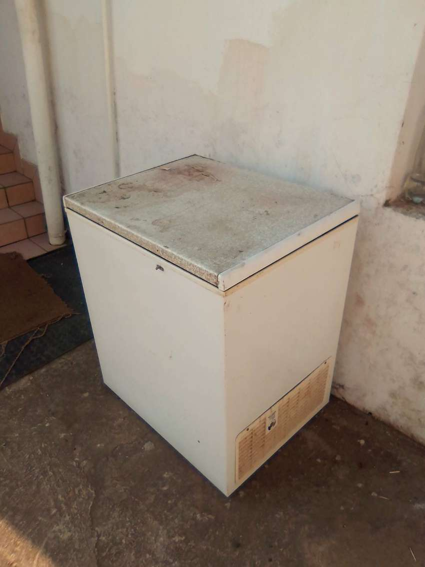Bath Tub and Defreezer for sale 0