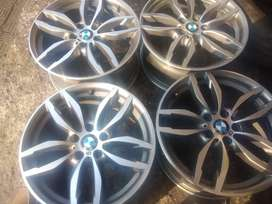 A set of mags 19inch for BMW and tyres it fitt M10 x3 f30now available