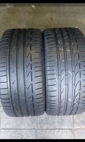255/35/19 Runflat tyres for sale 85% treat left like new