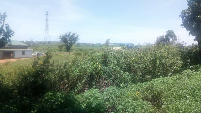 Land on sale in jinja town njeru 200acres touching main up hill mailo 0
