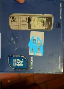 Collectors item Nokia 2710 navigation edition with car kit new sealed