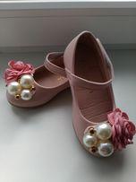 Очень красивые туфельки для девочки НОВЫЕ