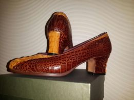 Туфли из кожи крокодила.