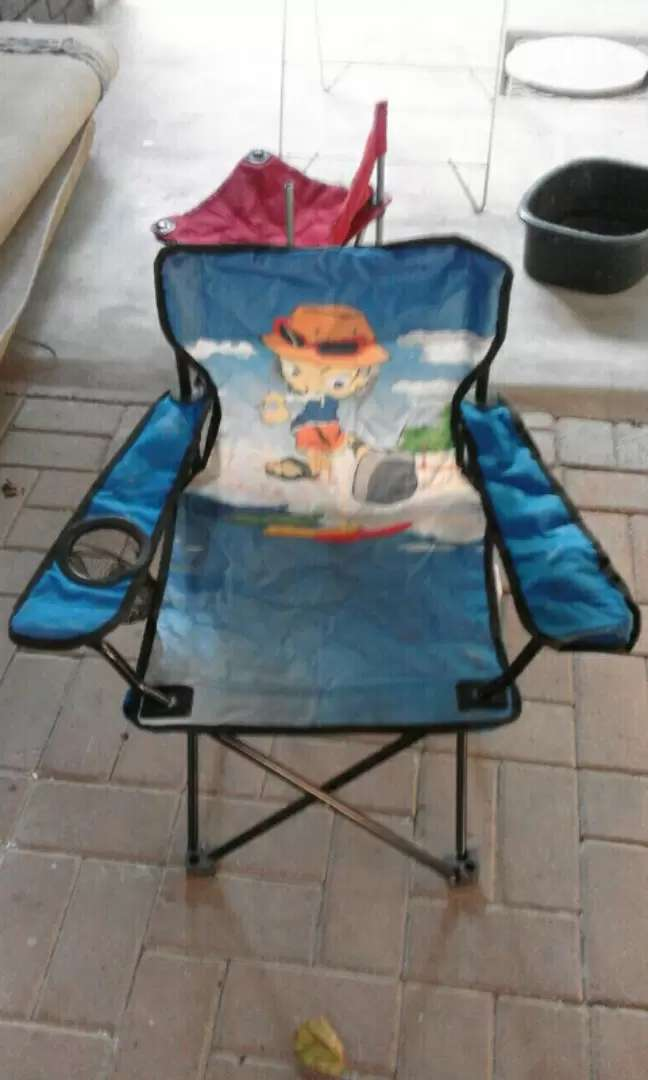 Kids camp chairs and umbrellas 0