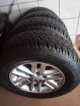 17inch Toyota Hilux/Fortuner original mag with used 265/65/17 to use f