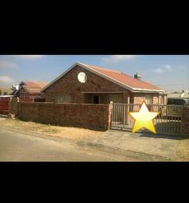 3 bedroom house for sale in lenasia south ext 4