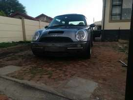 Mini Cooper 2002 with two keys main and spare keys