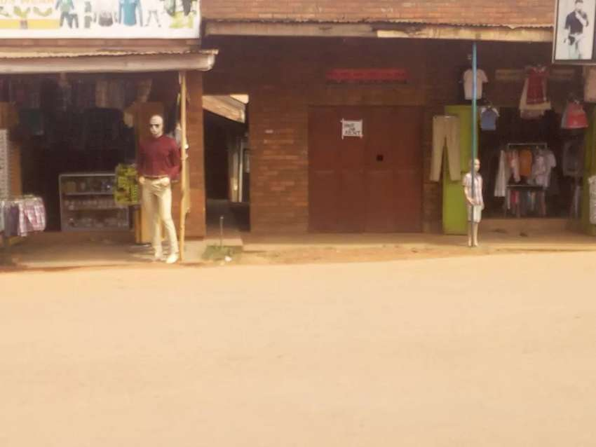 Shop for rent at mutungo kunya main road 0