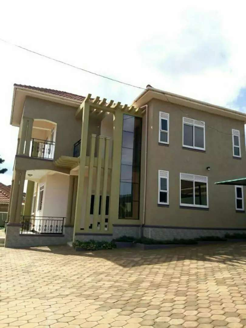 4 bedroomed house in najera .. at 700m 0
