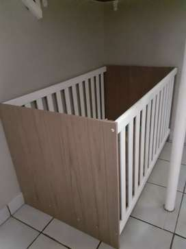 Cot for sale R900