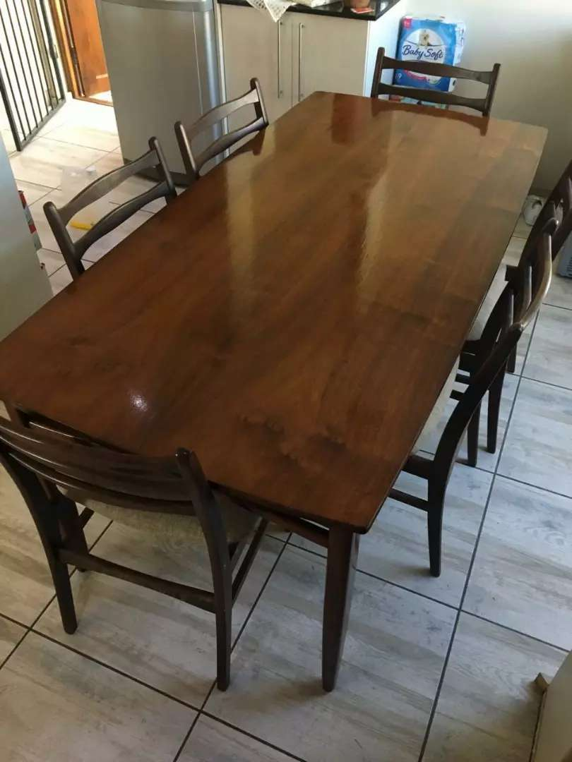 Dinning table & chairs 0