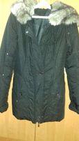 Куртка-пуховик чорного кольору