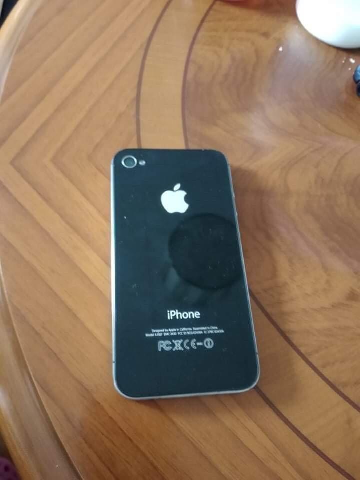 Prodam super stav iphone 4S krabicka nabijecka 4 kryty 0