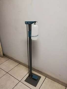 Foot operated sanitiser dispensing unit R550 incl