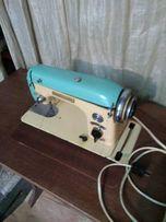 Швейная машинка с оверлоком.