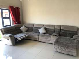 5 Seater Lounge Suite - Cinema Style