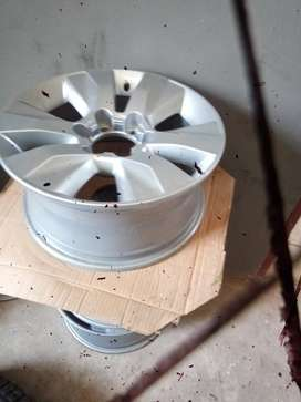 """17"""" Toyota Hilux/Fortuner original mag to use for spare R1250."""