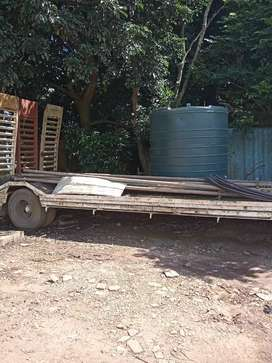 Single axle low bed trailer