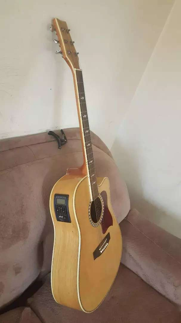 CHORD Amplified Acoustic guitar. Dreadnought size. 0