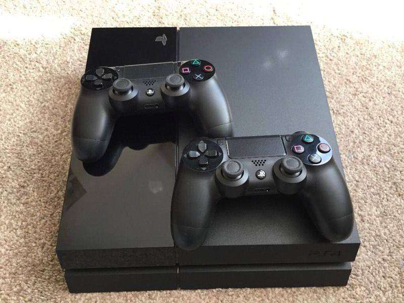 PlayStation 4 & 2 controllers 0