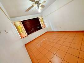 Upmarket 1.5 Bedrooom Flat, Safe Secure Immaculate & Neat