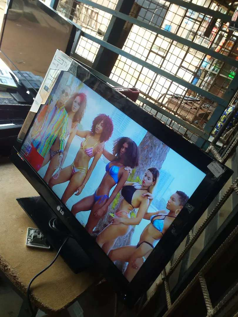 """32 """"inches LG tv direct UK used..perfect condition 0"""