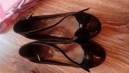 туфлі різних розмірів